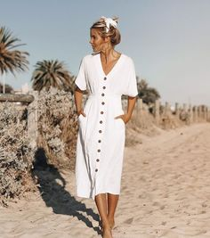 70 Ideas for fashion vintage modern beautiful Source by Mode Outfits, Chic Outfits, Dress Outfits, Fashion Outfits, Fashion Ideas, White Dress Outfit, White Midi Dress, White Dress Summer, Modest Fashion