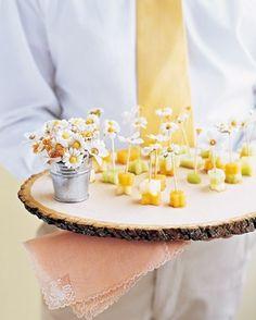 finger food / daisy on cheese