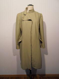 Cappotto lungo in pelle color verde acido, bottoni a calamita cuciti a mano, colletto alla coreana
