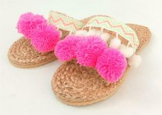 With zig zag foot band and toe band holding 3 big pink pompoms on front. These pair have a unique woven foot band with zigzag design and toe band featuring 3 big pink pompoms. Very durable plastic rubber soles and hard wearing footwear too.