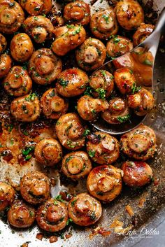 Buttery Garlic Mushrooms with a mouth watering herb garlic butter sauce! You wil. - Side Dishes Recipes - Buttery Garlic Mushrooms with a mouth watering herb garlic butter sauce! Side Dish Recipes, Easy Dinner Recipes, Easy Meals, Shrimp Dinner Recipes, Dinner Party Meals, Veggie Recipes Sides, Red Potato Recipes, Baked Shrimp Recipes, Tapas Party