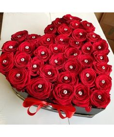 Heart Shapes, Flower Arrangements, Valentines Day, Flowers, How To Make, Love Flowers, Valentine's Day Diy, Floral Arrangements, Royal Icing Flowers