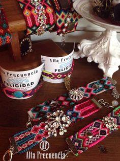 friendship bracelets, pulseras de la amistad con un toque Faschion muy a la moda de alta frecuencia Mexico, estilo bohenio, tomantic, trend, chic, gypsy, hippie, tribal, trendy, stone, fashionistas, statement.