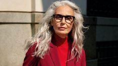 Erstmalig Best-Ager-Models für die Herbst-/Winter- Saison Frauen möchten Mode, die sie kleidet, nicht verkleidet und ihren Stil unterstreicht - das zeigen die neuen Motive der Kampagne. Mode & Wohnen Best Ager Model, Models, Fashion, Confident Woman, Target Audience, Trim Board, Women's Fashion, Curve Dresses, Health