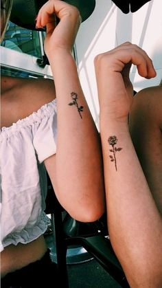 Small pink tattoos: more than 30 gorgeous tiny rose tatt .- Kleine rosa Tattoos: mehr als 30 wunderschöne Tiny Rose Tattoo-Ideen … – – Small pink tattoos: more than 30 beautiful tiny rose tattoo ideas … – – - Rosa Tattoos, Tiny Rose Tattoos, Tiny Tattoos For Girls, Dainty Tattoos, Little Tattoos, Small Tattoos, Hand Tattoos, Cute Finger Tattoos, Cute Tattoos