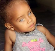 18 f ~~Adorable mixed kids~~~ --I love babies-- mixed babies are cute So Cute Baby, Baby Kind, Pretty Baby, Pretty Eyes, Beautiful Eyes, Cute Babies, Amazing Eyes, Beautiful Fruits, Cute Mixed Kids