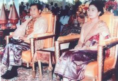 His Majesty King-Father Norodom Sihanouk, Queen-Mother Norodom Monineath (Royal Ploughing Day, Cambodian People, Khmer Tattoo, Vietnam, Queen Mother, Vintage Beauty, Southeast Asia, Old Photos, Beautiful Women, Cold War