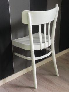 Dressboy gemaakt van oude stoel