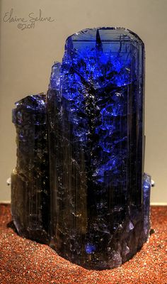 Tanzanite: This mineral stimulates the throat, the third-eye, and the crown chakras. It brings together all aspects of both communication and psychic power. Astrological signs of Sagittarius, Gemini and Libra. Cool Rocks, Beautiful Rocks, Minerals And Gemstones, Rocks And Minerals, Rare Gemstones, Vanitas, Rocks And Gems, Stones And Crystals, Gem Stones