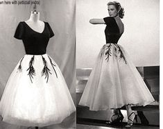 PLUS Size Grace Kelly Dress. from Rear Window. Gorgeous interpretation with FULL Tulle Layered Skirt. Hollywood Wedding, Hollywood Party, Classic Hollywood, Wedding Dresses Plus Size, Trendy Dresses, Party Dresses, Dress Party, Vintage Style Outfits, Vintage Dresses