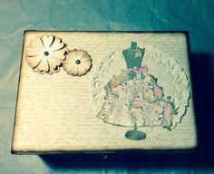 Scrap. Caja madera alterada estilo vintage.