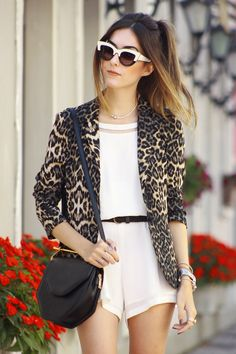 A third piece shouldn't only be worn during the colder months of year. And I think I don't need to talk about it's importance right? So I selected nine times that a leopard coat made a difference to an outfit. Leopard Blazer, Leopard Coat, Blazers, Look Blazer, White Romper, Ideias Fashion, Rompers, Style Inspiration, How To Make