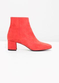 6b468698b006d 318 meilleures images du tableau Shoes en 2019   Flat sandals, Bass shoes  et Flat Shoes