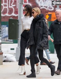 Hailey Baldwin und Kendall Jenner in New York am April - Style - Winter Mode Looks Street Style, Street Style Summer, Casual Street Style, Looks Style, Celebrity Style Casual, Trendy Style, New York Street Style, Model Street Style, Street Style Women