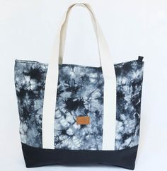 Tote bag Aluminé, batik negro y zócalo negro