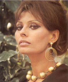 You May Also LikeStyle Icon – Lena HorneStyle Icon – Sophia LorenStyle Icon – Tippi HedrenStyle Icon: Michelle ObamaSovrn