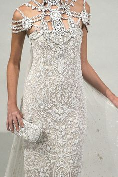 marchesa spring Love the dress from the bust down - gorgeous lace but too much frou frou going on up top. Marchesa Spring, Marchesa Bridal, Haute Couture Style, Couture Bridal, Beautiful Gowns, Beautiful Outfits, Gorgeous Dress, Beautiful Gorgeous, Beautiful Flowers