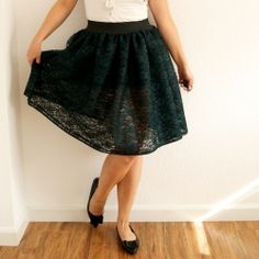 How to DIY a voluminous tutu made of lace! You could also use patterned tulle or regular tulle.