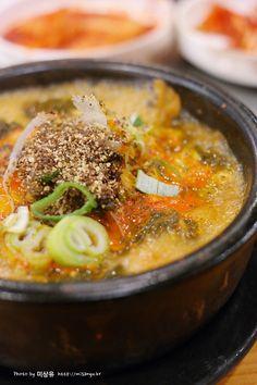 감자탕 Pork bone soup (Gamjatang)
