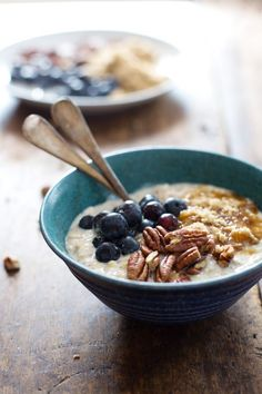 These overnight oats have flax, blueberry, and vanilla yogurt to make them creamy, nutty, and the best healthy breakfast you'll ever eat. 290 calories.