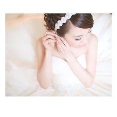 ** 定番のお支度ショット * メイクシーンを撮るのかと思っていたら、イヤリングをするシーンでした✨ * でもこっちの方が顔が見えなくていいかも笑 * #ハワイウエディング#ウエディング#hawaiiwedding#hawaii#リゾ婚#お支度#お支度シーン#プレ花嫁#卒花#卒花嫁