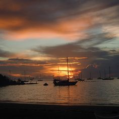 Coucher de soleil au bord de la plage Bora Bora, Tahiti, Sailing Ships, Tropical, Clouds, Celestial, Sunset, Instagram, Outdoor