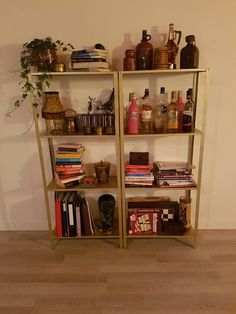 I bought 2 pieces of Ikea Hylls for €12.99- each and transformed it into this industrial-ish bookcase with two pieces of gold spray paint.