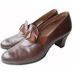 Vintage 1930s shoes / Clarks art deco brown punched leather pumps... (615 BRL) ❤ liked on Polyvore featuring shoes, pumps, stretch leather shoes, brown slip on shoes, slip-on shoes, pointy-toe pumps and brown high heel pumps