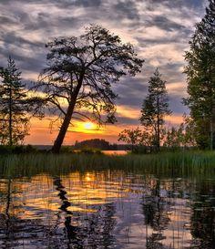 Karelian evening - Евгений Куренков Beautiful Scenery, Artist At Work, Vacation Trips, Lakes, Sunsets, Wallpaper Backgrounds, Tourism, Sunrise, Weather