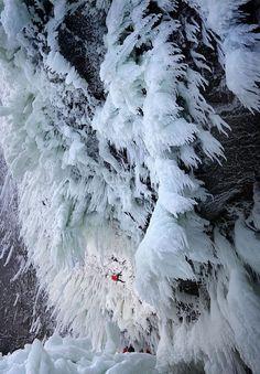 2年前にWI10という飛んだグレードが付けられたカナダ・Helmcken Fallsの今年の写真。今年も新ルートが数本開拓されてるようです。
