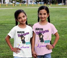 Girls kindergarten graduation shirt -  Kindergarten girls personalized Tshirt - kindergarten Grad 2019 - kindergarten girl shirt Graduation Shirts, Birthday Shirts, Different Flags, Kindergarten Graduation, Personalized Shirts, Shirts For Girls, Shirt Style, Tees, Fabric