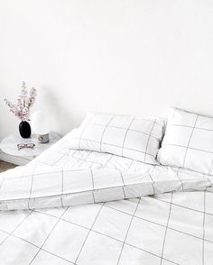 Just love the #grid or #windowpane pattern on bedding.  #thegoodsheet