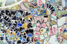 Antoni gaudi mosaic in guell park, barcelona, Spanje — Stockbeeld #4311593