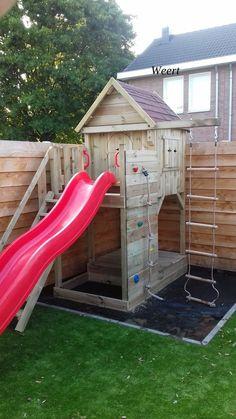 Spielhaus Typ M mit Rutsche Weert (Limburg) - Lippets SpeelhuisjesLippets Spee . Kids Garden Playhouse, Kids Backyard Playground, Backyard Playset, Backyard For Kids, Backyard Projects, Outdoor Projects, Kids Playhouse With Slide, Backyard Slide, Kids Outdoor Play