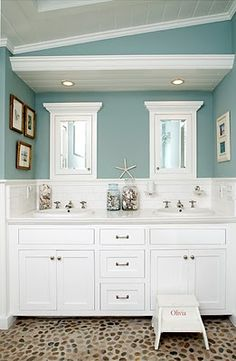 Beach House Bathroom Decor And Modern Bathroom Design Using The Most Delightful Ideas To Create A . Bad Inspiration, Bathroom Inspiration, Creative Inspiration, Creative Ideas, Style At Home, Strand Design, Sweet Home, Beach Bathrooms, Seaside Bathroom