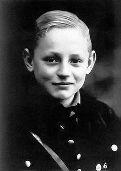 Фашистский военный преступник и трижды герой Советского Союза.