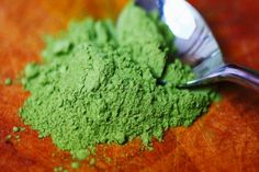 7 Things You Should Know About Matcha This form of green tea is getting a lot of buzz. I've been getting asked about matcha a whole lot lately. I heard that matcha shots were… What Is Matcha, How To Make Matcha, Matcha Smoothie, Matcha Green Tea Powder, Healthy Eating, Healthy Recipes, Tea Recipes, Recipies, News Health