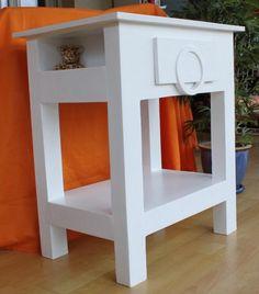 J'ai mis le temps, mais j'en suis venue à bout ! J'ai bien aimé la construction de cette table, et je me suis bien amusée avec le tiroir (un peu de rondeur sur ce meuble très carré, je trouve que ça le fait !) Bon, je me suis moins lachée sur la déco,...
