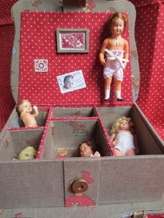 Ought to have something like this to store my china dolls when I want to put them away from display. I have a small cardboard suitcase for the rag dolls, but this would be so nice for the others.....b