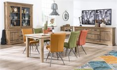 Padoa eetkamerstoel heeft iets weg van een vintage en retro uitstraling, terwijl het toch een hele moderne en eigentijdse stoel is. Wat nog meer leuk is aan deze eetkamerstoel, is dat je er heerlijk mee kunt mixen en matchen. #Padoa #eetkamerstoel #Borneo #eetkamertafel #interieur   Vind inspiratie bij DOK 2 Veenendaal.