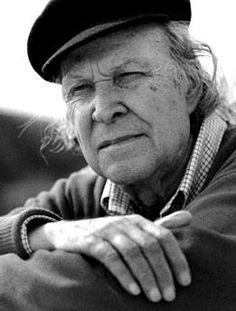 """Eugénio de Andrade, pseudónimo de José Fontinhas (1923 — Po 2005) foi um poeta português. Entre as dezenas de obras que publicou encontram-se, na poesia: """"As palavras interditas"""" , """"Rente ao dizer"""" (1992), """"Ofício da paciência"""" (1994), """"O sal da língua"""" (1995) ou """"Os lugares do lume"""" (1998). Em prosa, publicou """"Os afluentes do silêncio"""" (1968), ou """"À sombra da memória"""" (1993), além das histórias infantis """"História da égua branca"""" (1977) e """"Aquela nuvem e as outras"""" (1986)."""