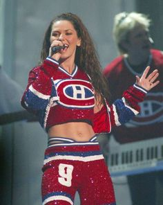 Shania Twain At the 2003 Canadian Juno Awards Montreal Canadiens, Shania Twain Tour, Famous Celebrities, Celebs, Hockey Highlights, Shania Twain Pictures, Country Female Singers, Live Taylor, Taylor Swift