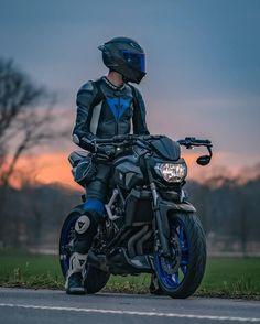 Likes, 32 Comments - Biker Mt 07 Yamaha, Motos Retro, Biker Photography, Kawasaki Bikes, Bike Leathers, Motorcycle Suit, Motorcycle Wallpaper, Biker Boys, Yamaha Motorcycles