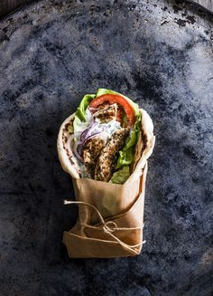 Chicken gyros Chicken Gyros, Thing 1, Guacamole, Ethnic Recipes, Food, Chicken Kebab, Meals