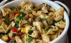 Tortellini Salade met Cherry Tomaatjes en Spinazie is een heerlijke maaltijd salade die ik graag bereid wanneer er vrienden of familie bij ons komen eten!