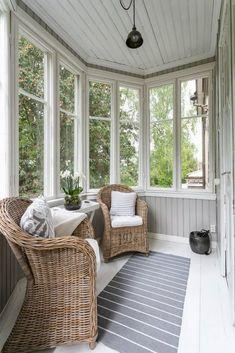 terraza sillas hogar proyectos diseo balcn casas de veraneo casa de madera porches cerrados porches - Porches Cerrados