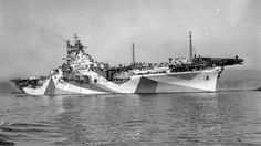 USS Yorktown (Essex-class) in the Puget Sound, Washington, United States, 6 Oct American Aircraft Carriers, Essex Class, Uss Yorktown, Dazzle Camouflage, Capital Ship, United States Navy, Navy Ships, Submarines, Battleship