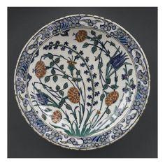 Plat à la grande tige de jacinthe- Musée national de la Renaissance (Ecouen)