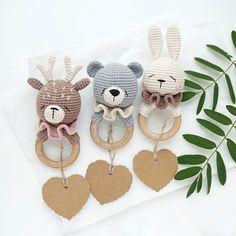 Crochet Baby Toys, Newborn Crochet, Baby Knitting, Handmade Gifts For Friends, Little Girl Toys, Handmade Stuffed Animals, Diy Bebe, Newborn Toys, How To Make Toys