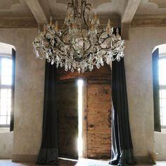 Het zonnetje komt hier door.. Hoe is het weer bij jullie.. #binnen #verlichting #hall #homeinspiration #wooninspiratie #hal #fransestijl #homestyle #landelijkchique #landelijkestijl #landelijkinterieur #stijlvolwonen #countryliving #sfeervol #notmypic #decoration #kroonluchter #loveit #interieurideeen #chandelier